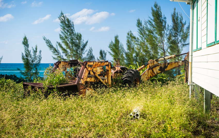 Sailing to abandoned island bahamas