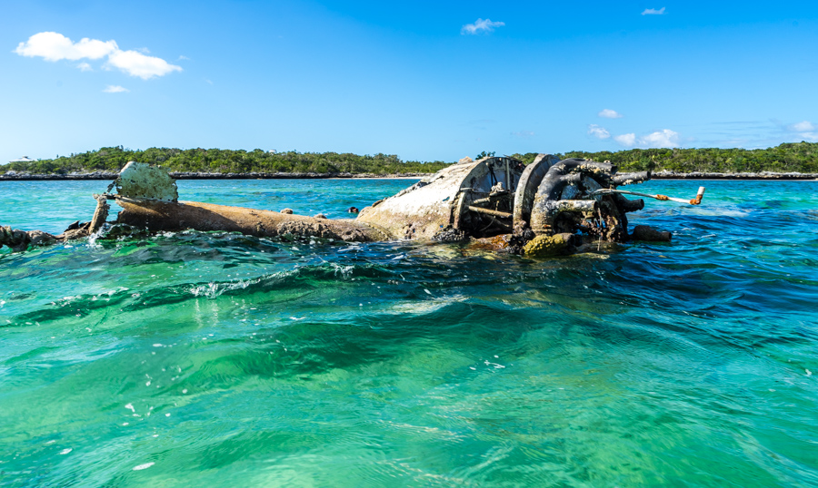 plane crash berry islands bahamas