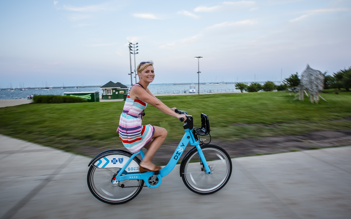 bicycle around chicago using city bikes