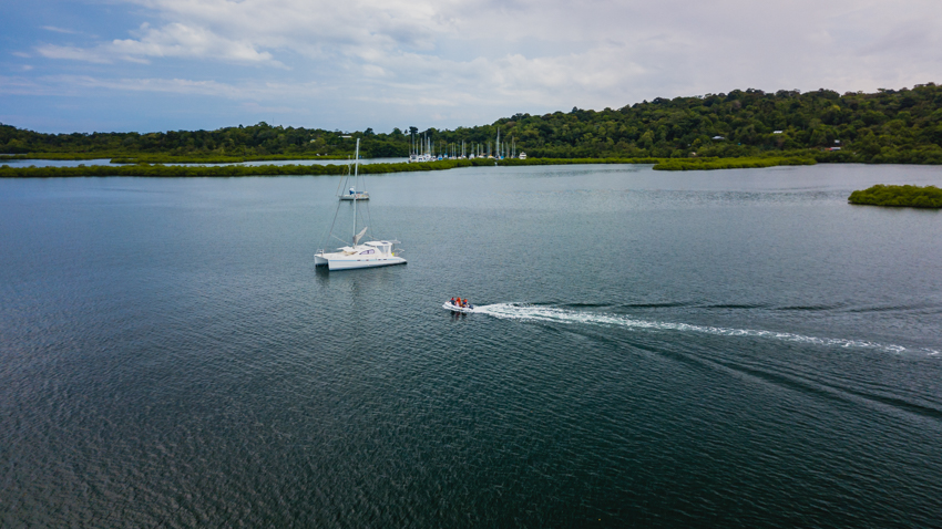 anchoring and sailing bocas del toro archipelago