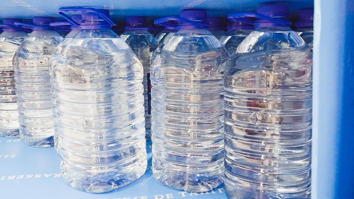 the downsides of buy plastic water bottles