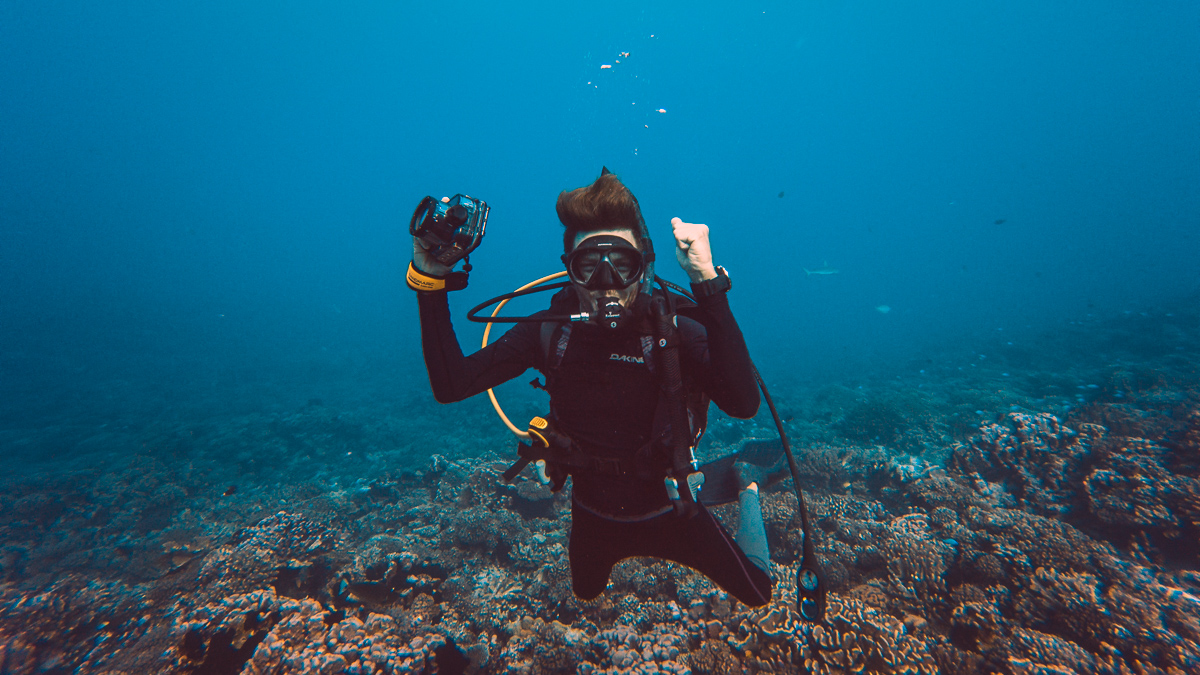 Jason Wynn diving in fakarava from Sailboat Curiosity