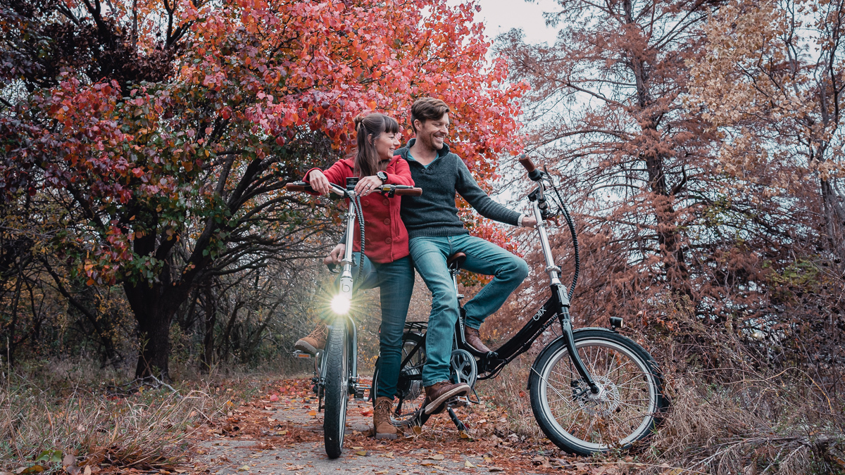 jason and nikki wynn riding eco friendly electric folding bikes